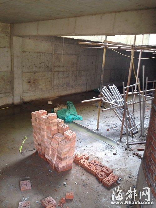 其中一栋别墅的地下室已经成形,面积很大