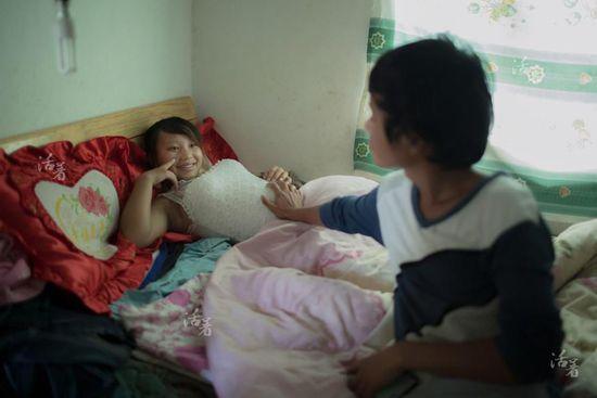 2014年11月,小节肚子里的宝宝已经6个月大了。她和小方对于孩子的出生很是期待,却也担心自己照顾不好。