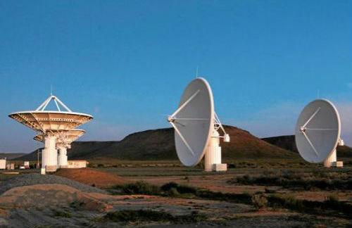 """南非的""""平方公里阵列""""项目望远镜(美国雅虎新闻网站)"""
