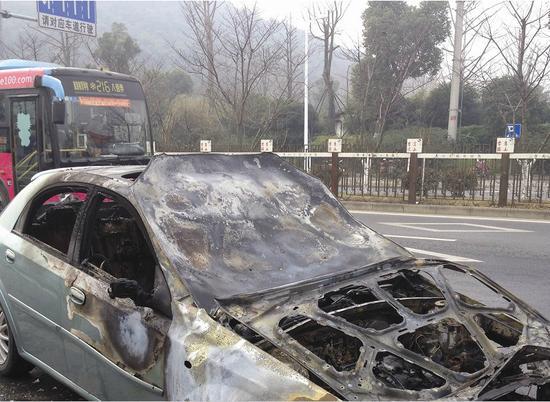 二手车起火烧成空架子