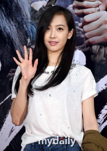 花样姐姐成员_韩国女子组合f(x)中国籍成员宋茜[微博]将出演tvn《花样姐姐》的中国