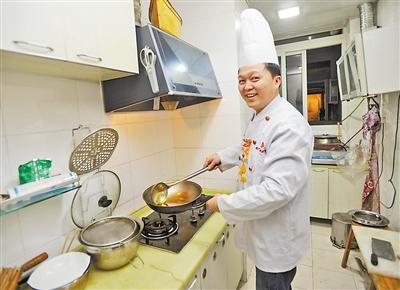 在私人家里,大厨王渝的菜也能做出酒店一样的味道。