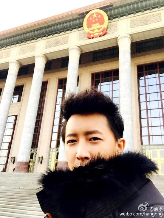 韩庚在人民大会堂前