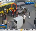 两女公交脱衣互殴