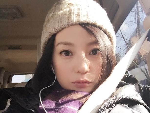 赵薇自拍被赞似少女