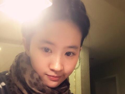 刘亦菲清纯素颜自拍