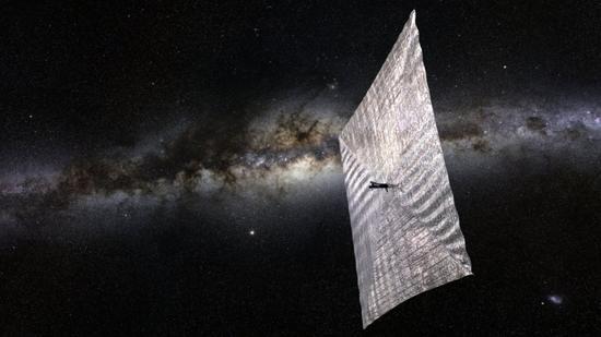 太空中飞行的太阳帆