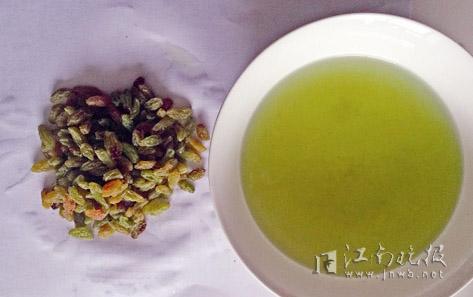 """洗过葡萄干的水变成了一碗""""绿茶"""""""