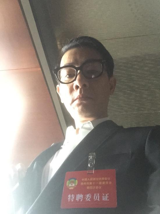 陈小春出席惠州政协会议 关注祖