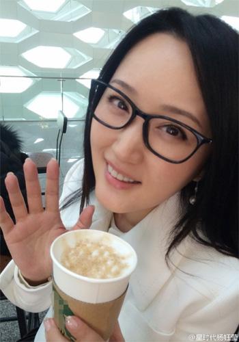 亚洲女嫩鲍_杨钰莹清纯自拍似学妹 40 女星逆龄术变嫩咖