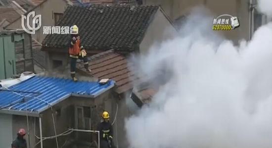 黄浦一老式居民楼突发火灾 六旬男子丧生火海