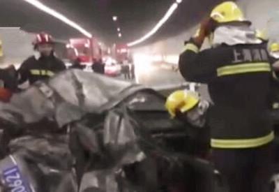 外环隧道5车追尾1车起火 2人死亡1人受伤