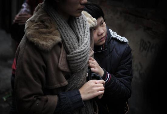 《11岁女孩独守病父6天6夜》林良划(东南快报)