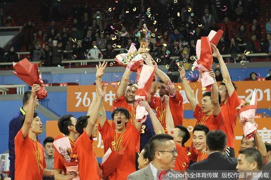 上海男排问鼎联赛冠军 以3比1击败山东男排