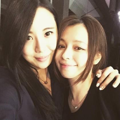 徐若瑄(右)与江佩蓉(左)合照
