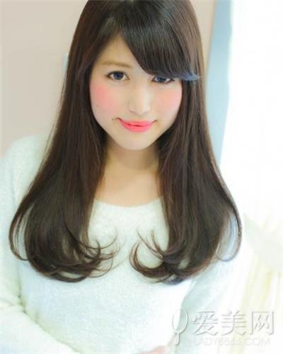 优雅的中分发   脸大的女孩子,选择适合自己的发型时一定要考虑到图片