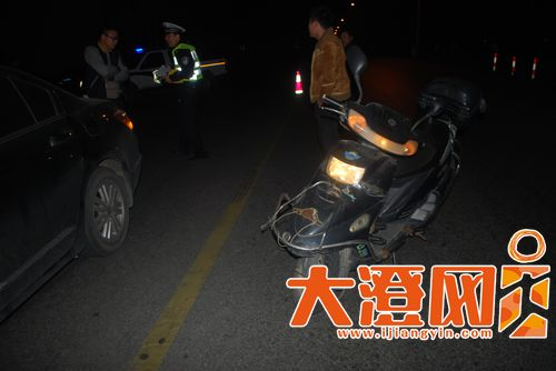 曹某驾驶的摩托车,图为事故现场