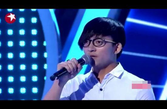 选手唱歌走调,韩红再给他一次机会重唱。