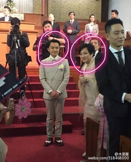 王祖蓝和妈妈简直一模一样