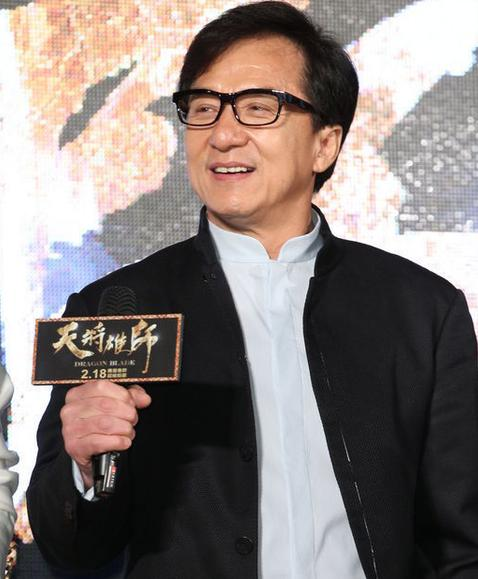 成龙赞房祖名像男子汉:春节不会一起过