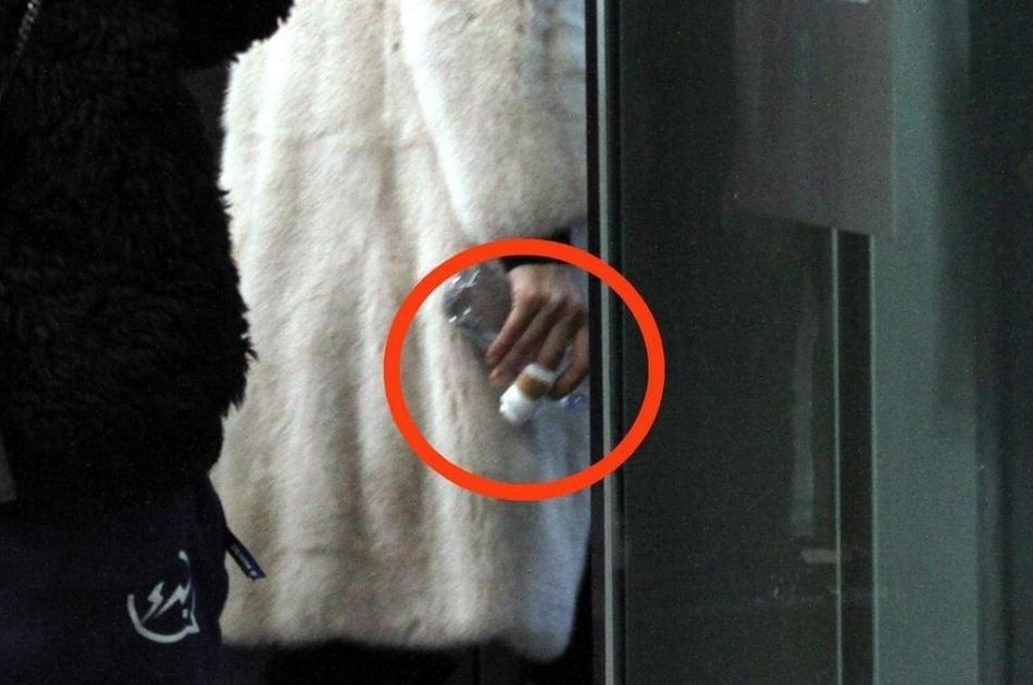 Angelababy手指受伤 获特警护送忍痛与粉丝互动