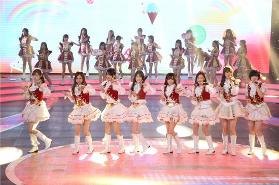SNH48现场献唱