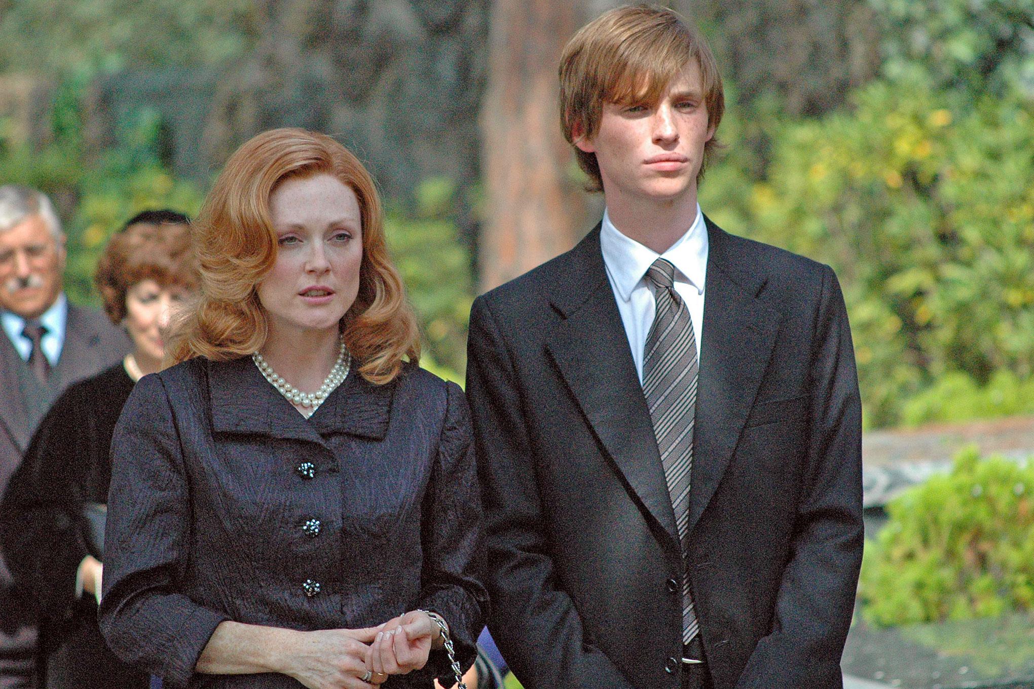 乱伦小�9��Z�_和今年奥斯卡影后大热摩尔在《欲孽迷宫》演过母子乱伦