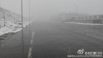 """石家庄大年初二持续降雪 网友晒""""雪原""""照"""