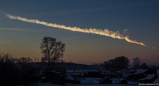 2013年2月15日,一颗直径约66英尺(20米)的陨星在俄罗斯车里雅宾斯克上空坠落并爆炸,导致当地居民家中的窗户被震碎,大量居民被碎玻璃划伤而入院接受治疗。