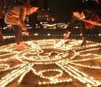 西安市民点灯祈福新年