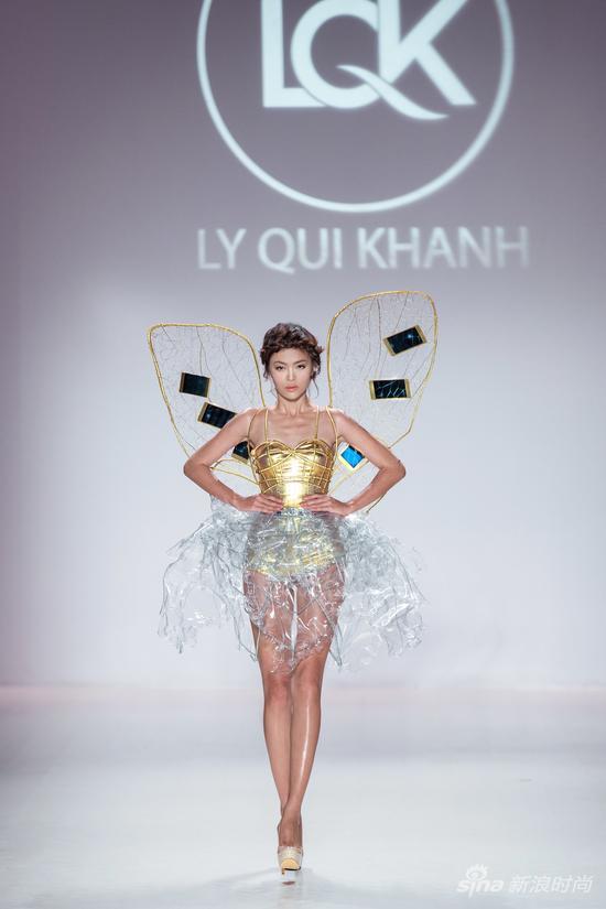 设计灵感来自OPPO R5的金色蝉翼造型服装惊艳开场