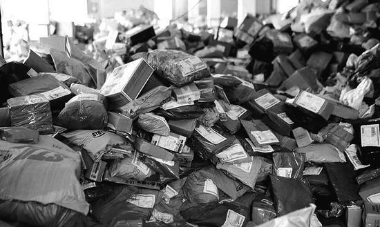 数据显示,关于邮寄业务,消费者对快递业的申述占申述总量的95.8%,快递业满意率远低于邮政业。资料图片