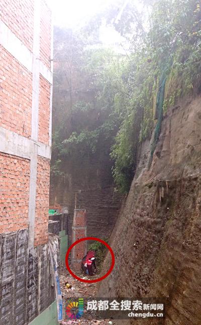 乐山女子驾车冲下20多米断崖仅受轻伤