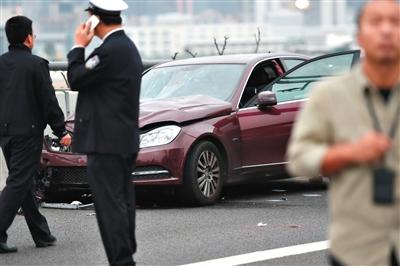 3月1日,深圳宝安机场高架桥上,一名女司机驾车撞人群造成9死23伤。