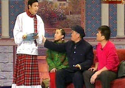 2009年赵本山春晚小品《不差钱》引发人大代表批评。