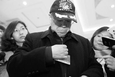 军事专家、少将尹卓到政协报到 记者 吴海浪