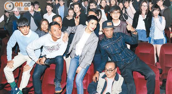 姜浩文、卢海鹏、吴君如、刘浩龙与蔡瀚亿前往戏院谢票