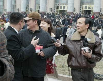 2003年赵本山首次作为人大代表参加全国两会。