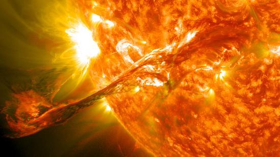 壮观的日冕物质喷发
