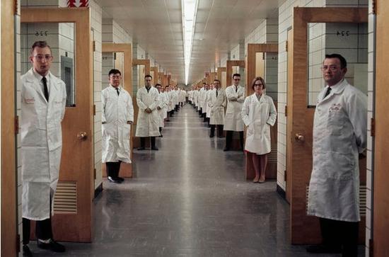 朔恩是久负盛名的贝尔实验室的一员。