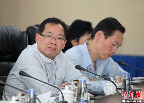 张明敏参加香港代表团讨论