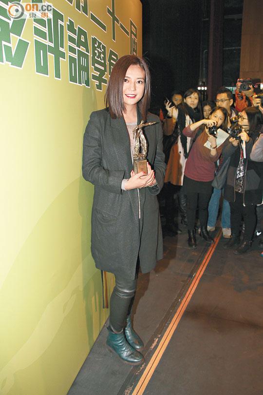 赵薇捧奖以及阿里影业的股价又上升了,喜上加喜。
