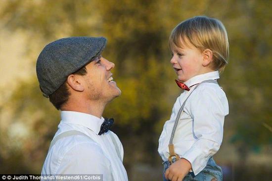 根据科学家进行的一项新研究,在遗传方面,绝大多数人更像他们的父亲,而不是他们的母亲。研究发现虽然我们从父母那里继承的基因变异数量相同,但我们实际上表达更多来自父亲的DNA。