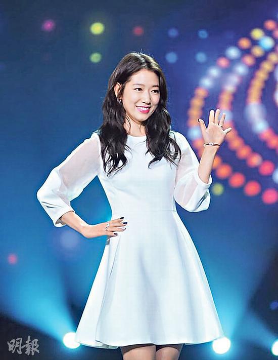 朴信惠举手投足展现韩国女神魅力。