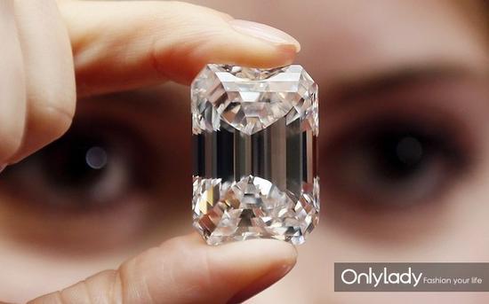 【新珠宝】来看100克拉钻石 迄今最大祖母绿切割钻石