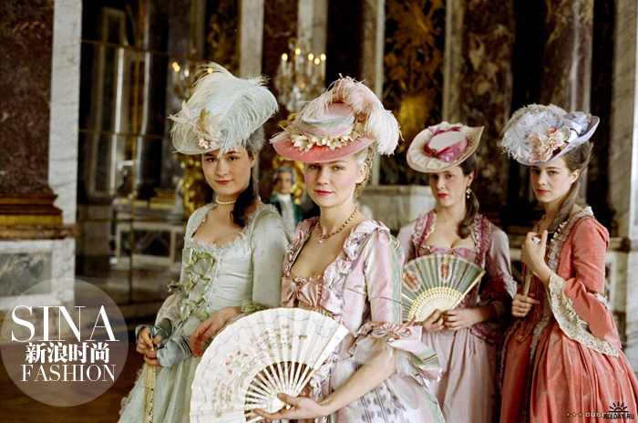 不妨一起梳理一下服装进化史:      在古罗马,男女都穿宽松长袍,但图片