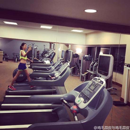 徐静蕾跑步健身