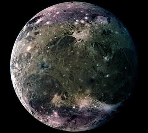 """美国宇航局科学部门主管之一格伦斯菲尔德认为,木卫三的冰层下存在深海""""打开了地球之外存在生命的奇妙可能""""。"""