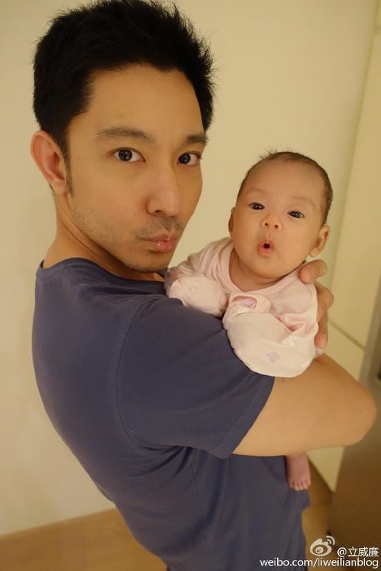 立威廉抱女儿