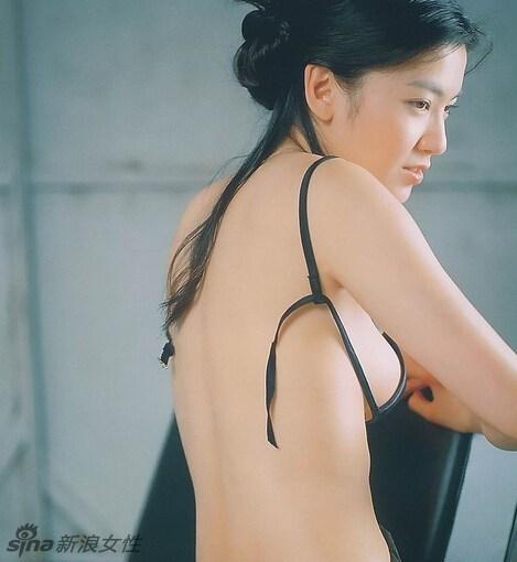女神林熙蕾昔日青涩性感写真